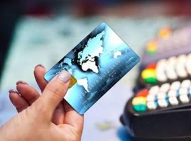 Cần phổ biến hơn nữa thanh toán không dùng tiền mặt - Máy in thẻ nhựa, máy dập nổi, đầu đọc thẻ nhựa