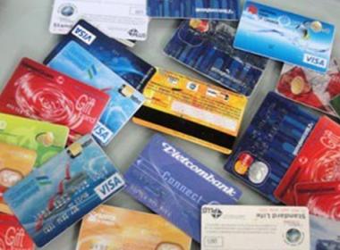 Công An TP.HCM bắt giữ 2 nghi can nước ngoài dùng thẻ ATM giả rút tiền - MK