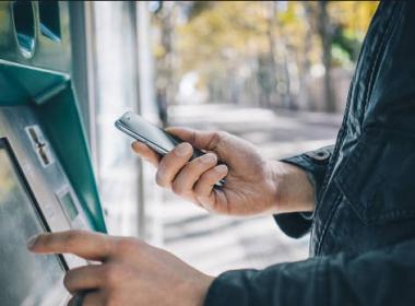 Ngân hàng Mỹ thử nghiệm cho khách hàng rút tiền không cần thẻ - Máy in thẻ nhựa, máy dập nổi, đầu đọc thẻ nhựa