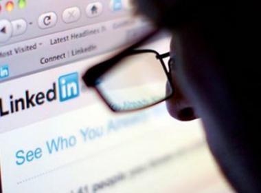 Tài khoản người dùng Linkedln bị hacker rao bán - Máy in thẻ nhựa, máy dập nổi, đầu đọc thẻ nhựa