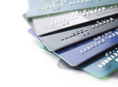 Thanh toán thẻ toàn cầu vượt qua thanh toán tiền mặt năm 2016 - Máy in thẻ nhựa, máy dập nổi, đầu đọc thẻ nhựa