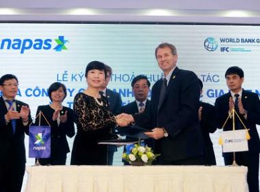 Việt Nam sắp có thẻ thanh toán Quốc Gia NAPAS - Máy in thẻ nhựa, máy dập nổi, đầu đọc thẻ nhựa