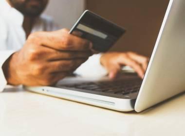 Thiệt hại gian lận thẻ Châu Âu vượt 1,5 tỷ EURO - Máy in thẻ nhựa, máy dập nổi, đầu đọc thẻ nhựa