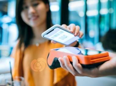 30% người tiêu dùng Anh hiện đang sử dụng thanh toán di dộng - Máy in thẻ nhựa, máy dập nổi, đầu đọc thẻ nhựa