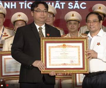 Chủ tịch HĐQT Tập đoàn MK vinh dự nhận bằng khen Thủ tướng Chính Phủ - Máy in thẻ nhựa, máy dập nổi, đầu đọc thẻ nhựa