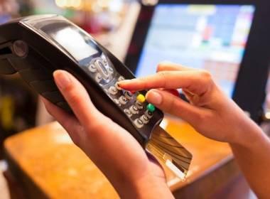 Triệt phá tổ chức đánh cắp hơn 12 triệu USD từ các Ngân hàng Mỹ - Máy in thẻ nhựa, máy dập nổi, đầu đọc thẻ nhựa