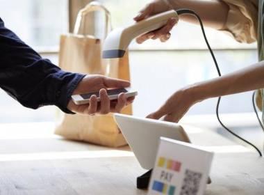 Giao dịch ví di động có xu hướng vượt mặt thanh toán tiền mặt - Máy in thẻ nhựa, máy dập nổi, đầu đọc thẻ nhựa