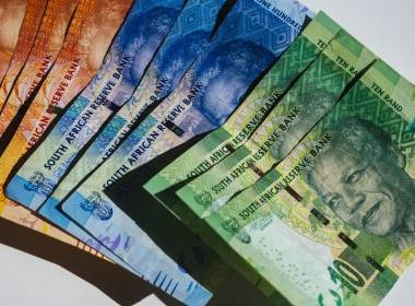 Người tiêu dùng Nam Phi vẫn ưa dùng tiền mặt và ATM - MK