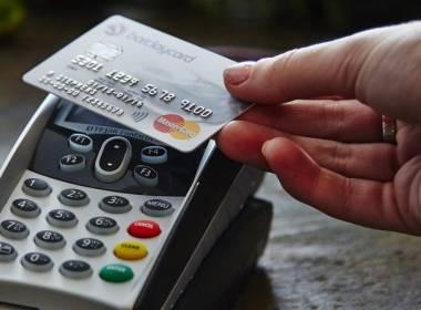 Từ thanh toán không tiền mặt tới thanh toán không chạm - Máy in thẻ nhựa, máy dập nổi, đầu đọc thẻ nhựa