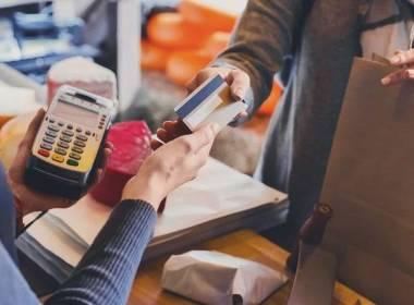 Anh: Báo cáo thanh toán và chi tiêu tín dụng tăng trở lại - Máy in thẻ nhựa, máy dập nổi, đầu đọc thẻ nhựa
