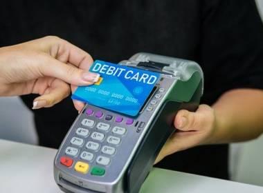 Anh: Thanh toán không tiếp xúc chiếm một nửa khối lượng - Máy in thẻ nhựa, máy dập nổi, đầu đọc thẻ nhựa
