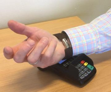 Ngân hàng Handelsbanken thí điểm thẻ không tiếp xúc micro - MK
