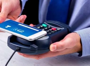 Thanh toán thẻ ghi nợ vượt qua tiền mặt tại Anh - MK