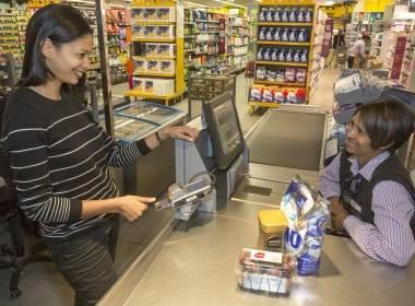 Mastercard cho phép khách hàng đăng ký thẻ sinh trắc học ngay tại nhà - MK
