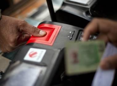 Bắt giữ nghi can giả mạo vân tay để làm SIM tại Ấn Độ - MK